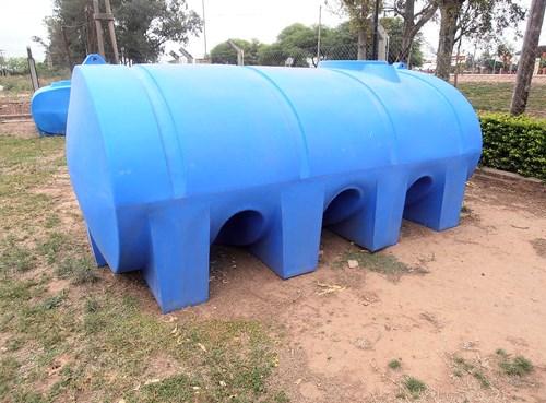 Tanque plastico de litros horizontal agroads for Tanque de 5000 litros