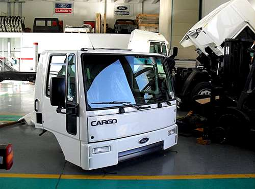 Cabinas ford cargo 1722 0km completas simple dormt agroads for Camiones ford interior