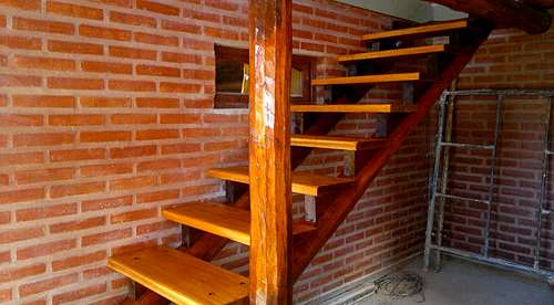 Escaleras de madera tecnotech constructora agroads for Escaleras de madera rusticas